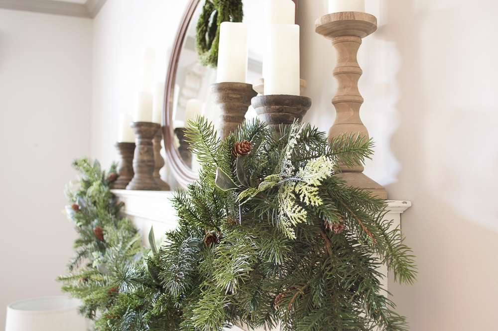 farmhouse style holiday mantel / farmhouse Christmas mantel