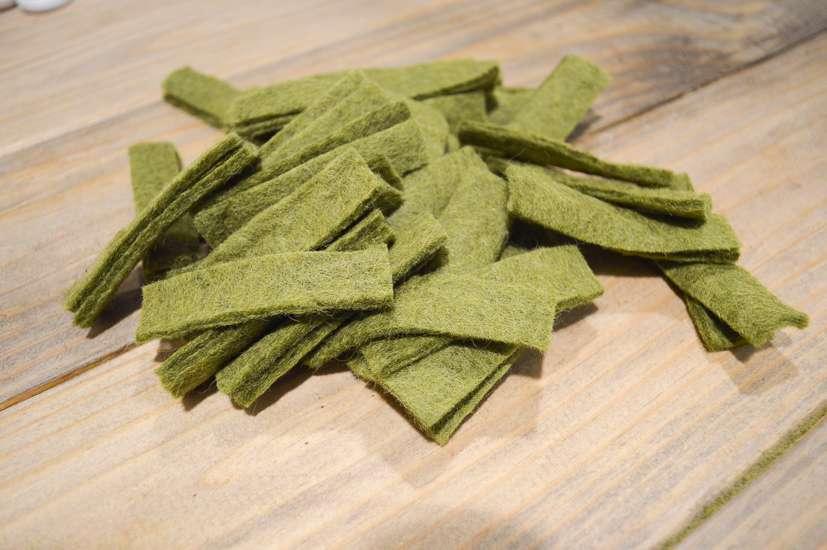 felt olive leaf garland / olive leaf garland diy