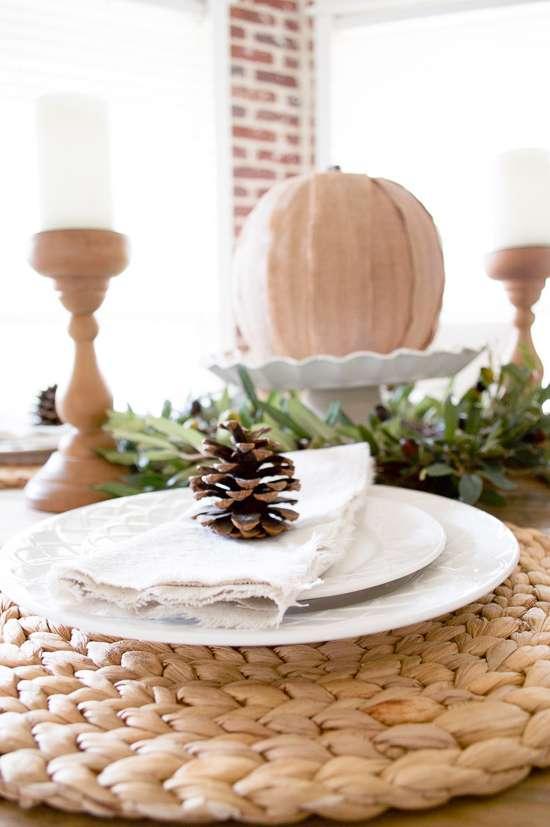 farmhouse thanksgiving tablescape / thanksgiving tablescape decorating